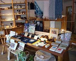 「エコロジーライフ花」の店内